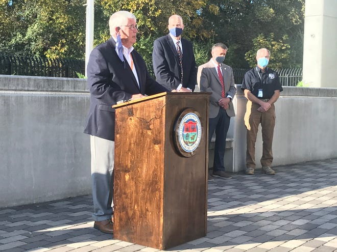 Williamson County Mayor Rogers Anderson announced Thursday at a press conference at the Public Safety Office that masks will be required in public. The mandate is effective on Saturday. He intends for the mandate to be extended until the end of the year.