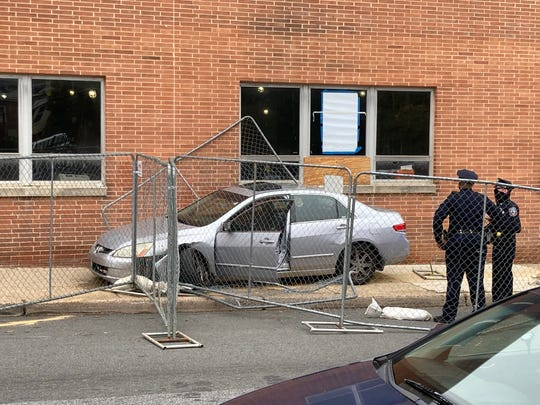 Four people were detained Thursday morning after fleeing from Wilmington officers andcrashing into a brick building, police said.