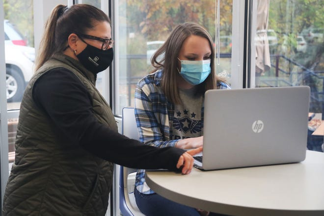 Washington State Community College Assistant Director of Financial Aid Hayley Hook, l, provides FAFSA assistance to Health & Wellness student Bethany Fought.