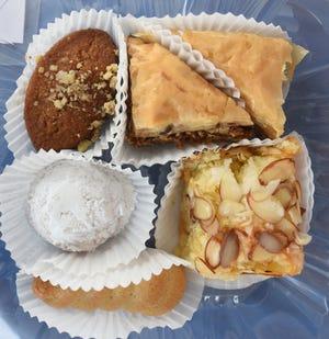 Δείγμα γλυκών στο Ελληνικό Φεστιβάλ του Αγίου Νικολάου [STARNEWS FILE PHOTO]