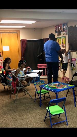 Robert Boyd Jr. homeschools his son, Robert Boyd III, and daughters, Gina Mo'Ney Boyd and Ra'Quell Boyd.