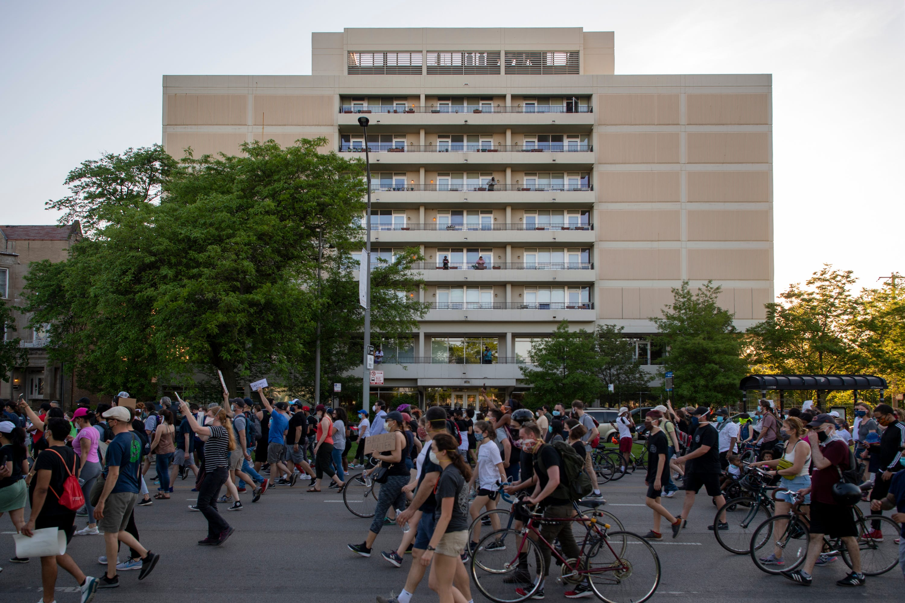 Protestors march down Martin Luther King Drive on the south side of Chicago on Jun 2, 2020.