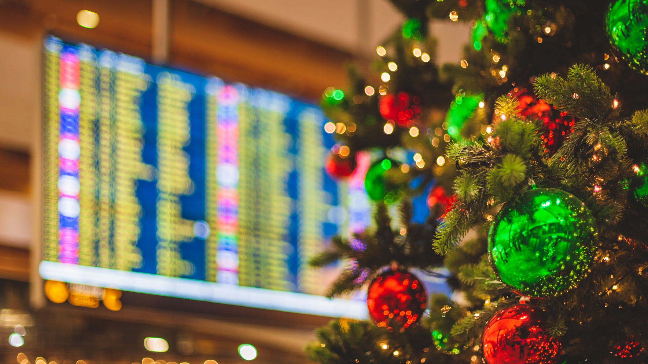 Busiest Car Travel Days Around Christmas 2021 Holiday Travel Forecast Expect More Traffic On The Road At Airports