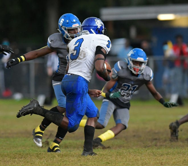 Trinity Christian's Treyaun Webb (3) rushes against the Lee defense during an October game.