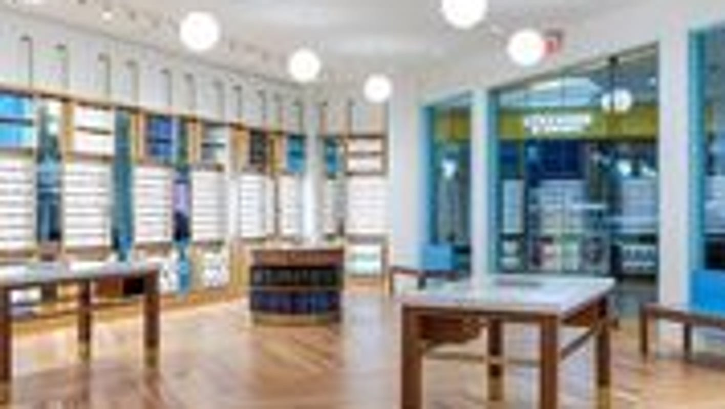 Warby Parker opens eyewear shop at the Kenwood Towne Centre