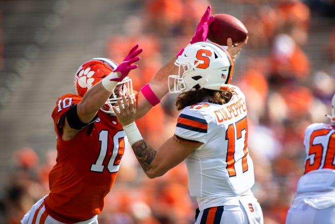 Clemson linebacker Baylon Spector(10) pressures Syracuse quarterback Rex Culpepper(17) during their game against Syracuse, Oct 24, 2020; Clemson, South Carolina, USA;  at Memorial Stadium. Mandatory Credit: Ken Ruinard-USA TODAY Sports
