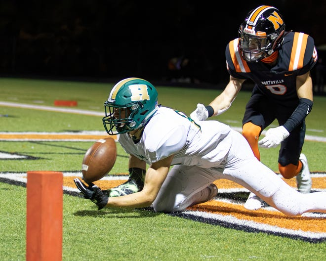 Howell's Jarrett Hughes hauls in a Nolan Petru pass for a touchdown in a 41-26 loss to Northville on Friday, Oct. 23, 2020.