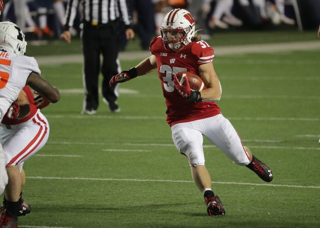 Running back Garrett Groshek resumed practicing with the Badgers this week.