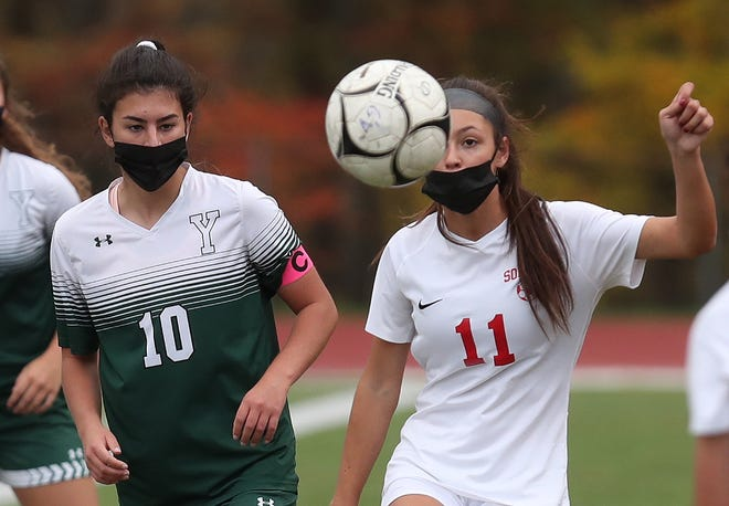 Somers' Ella Kittredge (11, right) is a lohud Girls Soccer Player of the Week candidate.