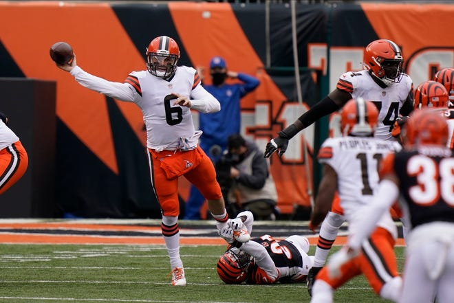Browns quarterback Baker Mayfield (6) throws during the second half Sunday against the Bengals in Cincinnati.