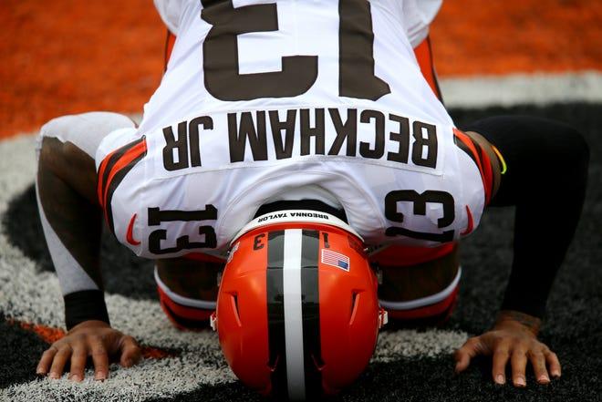 Browns wide receiver Odell Beckham Jr. kneels before kickoff Sunday against the Bengals in Cincinnati.