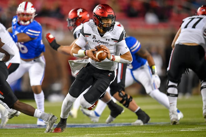 Cincinnati Bearcats quarterback Desmond Ridder (9) runs the ball against Southern Methodist Mustangs during the first half at Gerald J. Ford Stadium on Oct. 24.
