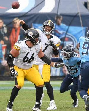 Pittsburgh Steelers quarterback Ben Roethlisberger (7) throws against the Tennessee Titans during the fourth quarter at Nissan Stadium in Nashville, Tenn., Sunday, Oct. 25, 2020.