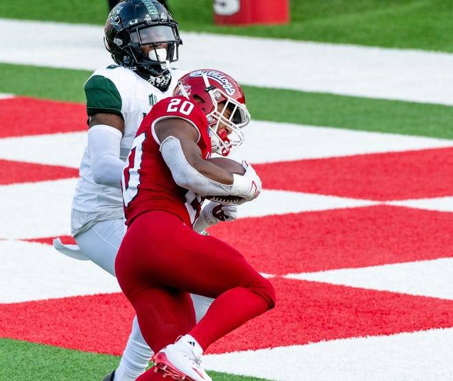 Fresno State's Ronnie Rivers scores in the first quarter against Hawaii on Saturday, October 24, 2020.