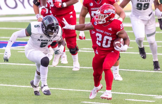 Fresno State's Ronnie River runs against Hawaii on Saturday, October 24, 2020.