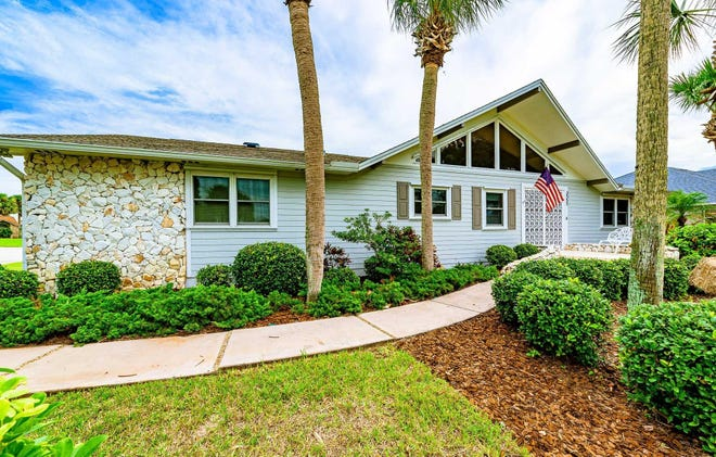 This beautiful pool home is beautifully situated high on a corner lot on prestigious John Anderson Drive, with great river views and beach access, river views.