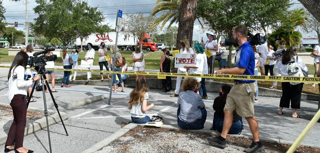 Protesters both in favor of and opposing the Sarasota County School Board's mask policy gathered outside the Sarasota County School Board building on Oct. 20. A group of parents who oppose the school district's mask policy has filed a lawsuit against the board.