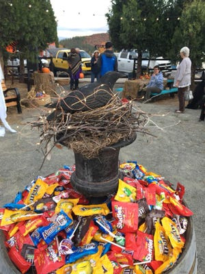 Photo from last year's Trunk Or Treat at the Little Lot in Etna.