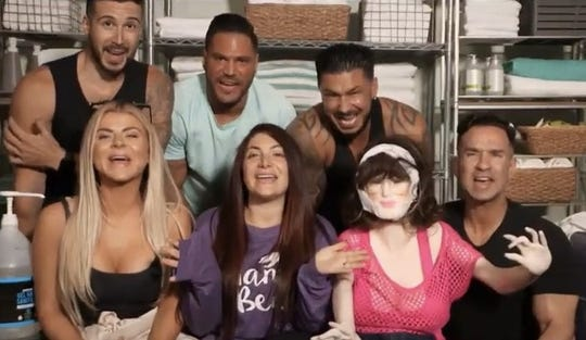 "A ""Jersey Shore Family Vacation"" group shot from Season 4."