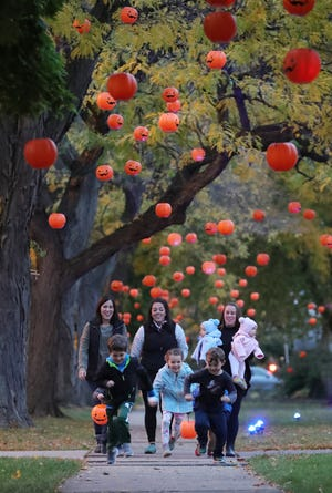 Callan Sheetz 6, Kara Sheetz, Kendra Koman, Eloise Hale 5, Colin Koman, 5 and Molly Hale with twins Murray and Goldie enjoy pumpkin lane along Boxford St. Sunday, October 25, 2020.