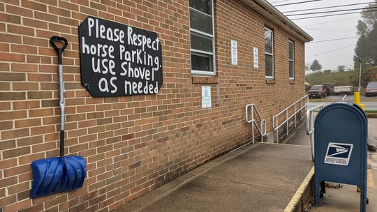 The Brogue Post Office asks horse-powered vehicles to please respect the parking area and use the shovel.