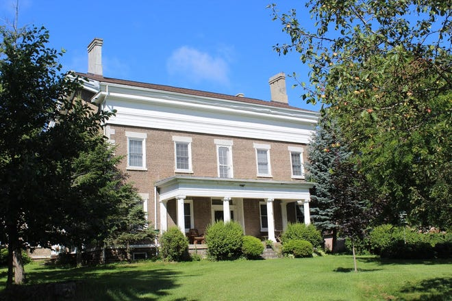 This large cobblestone house at 4306 Lakemont-Himrod Road, Dundee, was built in 1848 by a mason named Lemoreaux. Veneer cobblestones are said to have come from near Sodus Point. It is a massive two and a half story, five-bay Greek Revival structure with a gabled roof. It has been on the National Register of Historic Places since 1992.