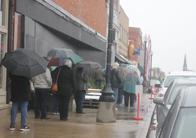 Absentee voters brave the chilly rainfall Tuesday morning to cast their votes on the Square in Independence.