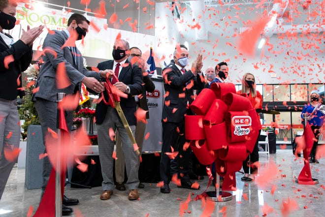 HEB and Lubbock officials cut the ribbon for the new HEB store at 114th Street and Quaker on Tuesday, Oct. 27, 2020, in Lubbock, Texas.