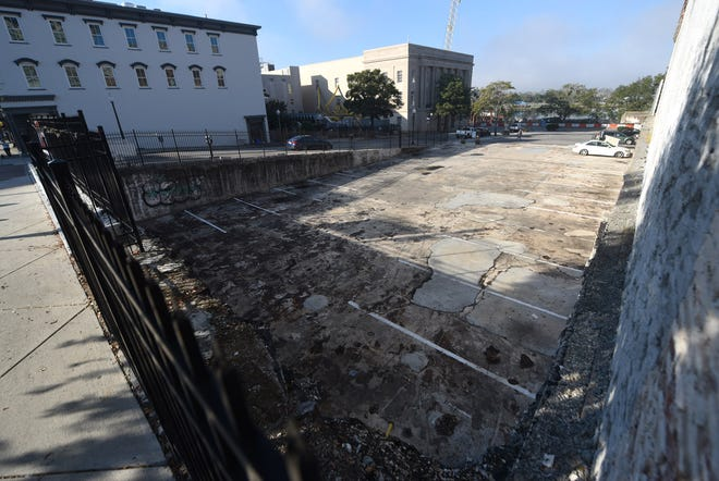 The lot at 101N. Front Street is the former location of the Wachovia building in downtown Wilmington, N.C., Tuesday, October 27, 2020. It has been vacant for more than 12 years.   [MATT BORN/STARNEWS]