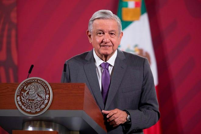Fotografía cedida este martes, por la presidencia de México, del presidente de México, Andrés Manuel López Obrador, durante una rueda de prensa matutina en Palacio Nacional de Ciudad de México.