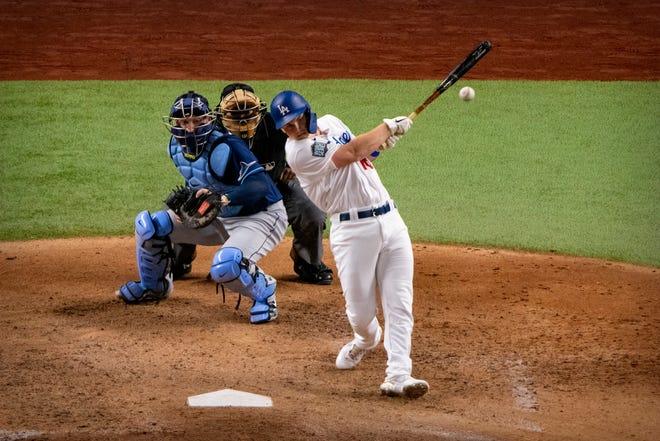 La Serie Mundial 2020 nos ha brindado una imagen que no habíamos visto antes: un bateador designado con las camisetas blancas de local de los Dodgers.