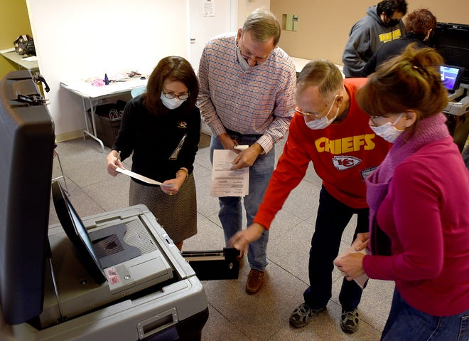 Harold Miederhoff, third from left, instructs election workers from left, Gabrielle Malfatti, Nicholas Couper and Melinda Schindler how to use a ballot counting machine on Wednesday during election worker training.