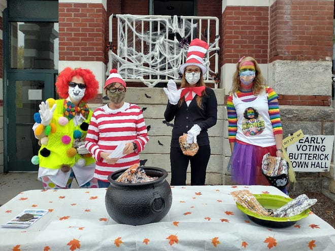 Handing out treats to visitors at the Sterling Halloween Grab and Go are (from left) Lisa DeCiero, DPW, and Pat Campbell, Lizzy Gagliardi and Alex Grebinar. Conant Public Library. [Item Staff/Danielle Ray]