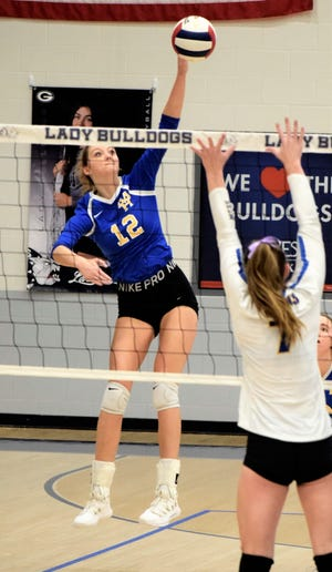 Mountain Home's Reanna Dodge hits against Hot Springs Lakeside on Tuesday at Greenwood.