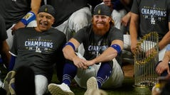 Justin Turner poses with the team after winning the World Series.