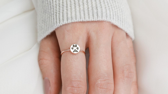 Best cat gifts: Paw ring