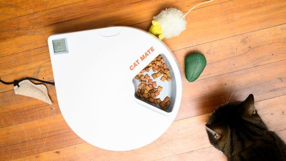 Best cat gifts: Cat Mate C500 Feeder