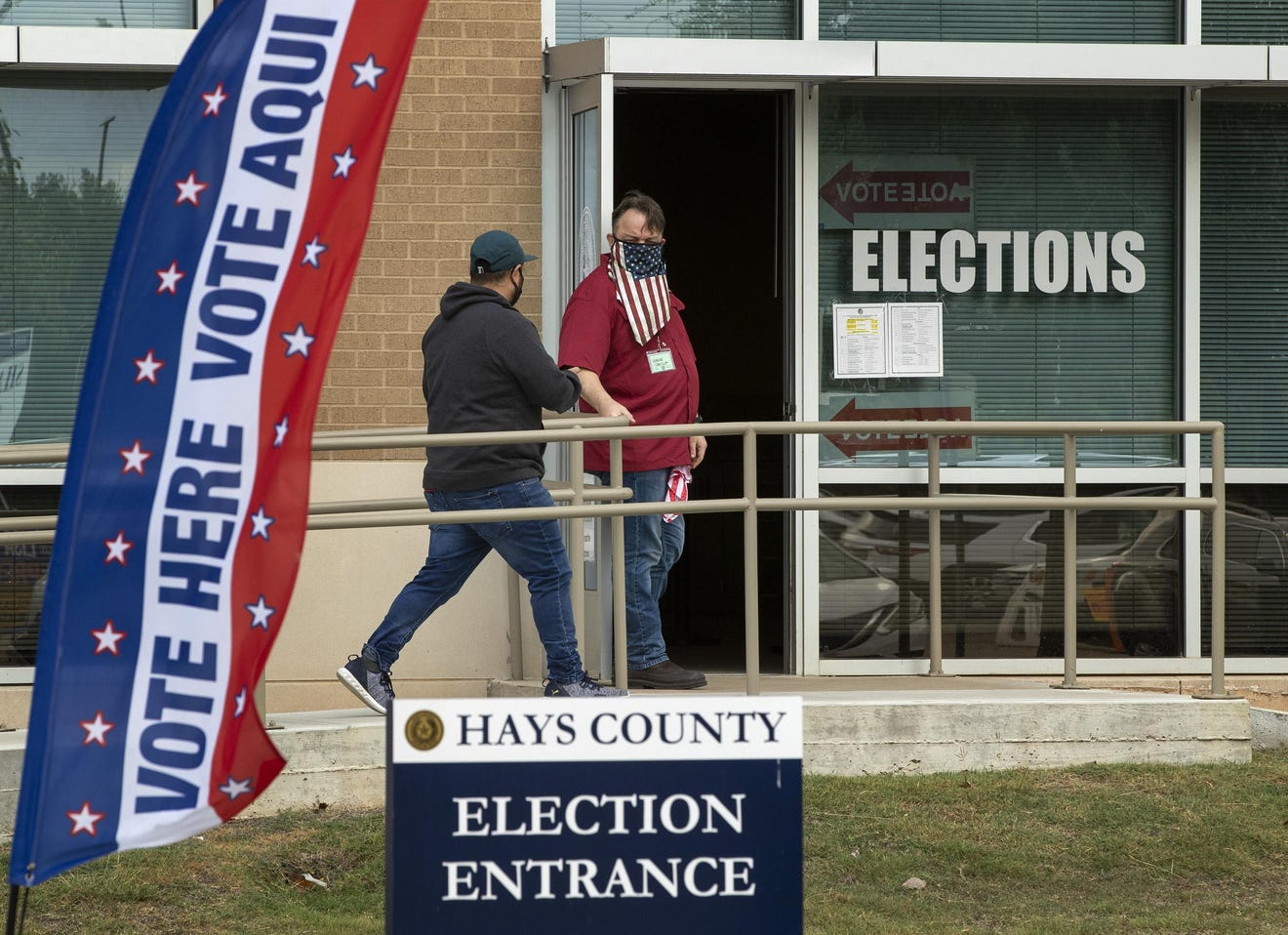 Judge orders face masks at polls in texas