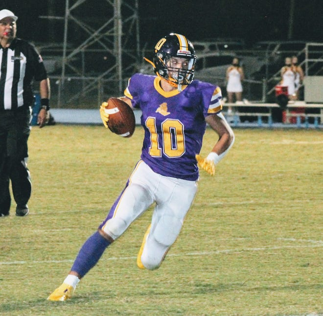 South Beauregard wide receiver Nick Uhlik (10) will be looking help the Golden Knights find the winner's circle at 1 p.m. Saturday as they travel to play Westlake.