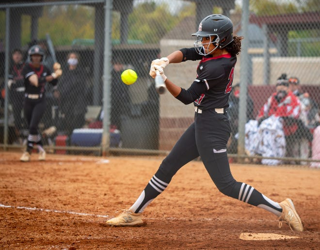 University of Washington commit Kinsey Fiedler leads the second-ranked Broncos' explosive offense into Friday's Class 5 state championship game against undefeated Columbia Rock Bridge.