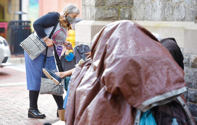 """Sharla Valeski delivers bags containing personal items to members of the homeless community in downtown Jacksonville. She is also fundraising to give them portable tents. """"It's a way to say, 'Isee you and I care,'"""" she said."""