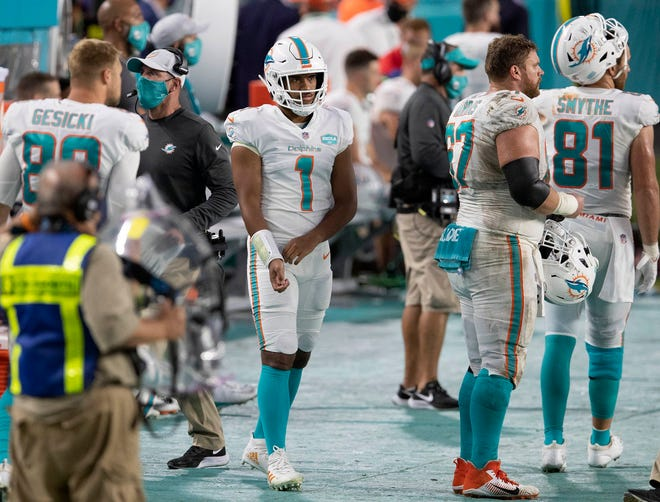 Dolphins quarterback Tua Tagovailoa prepares to enter the game against the Jets on Oct. 18.