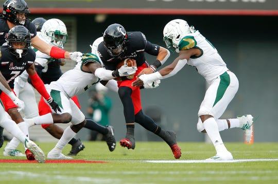 Cincinnati quarterback Desmond Ridder (9) runs during the third quarter against South Florida at Nippert Stadium.