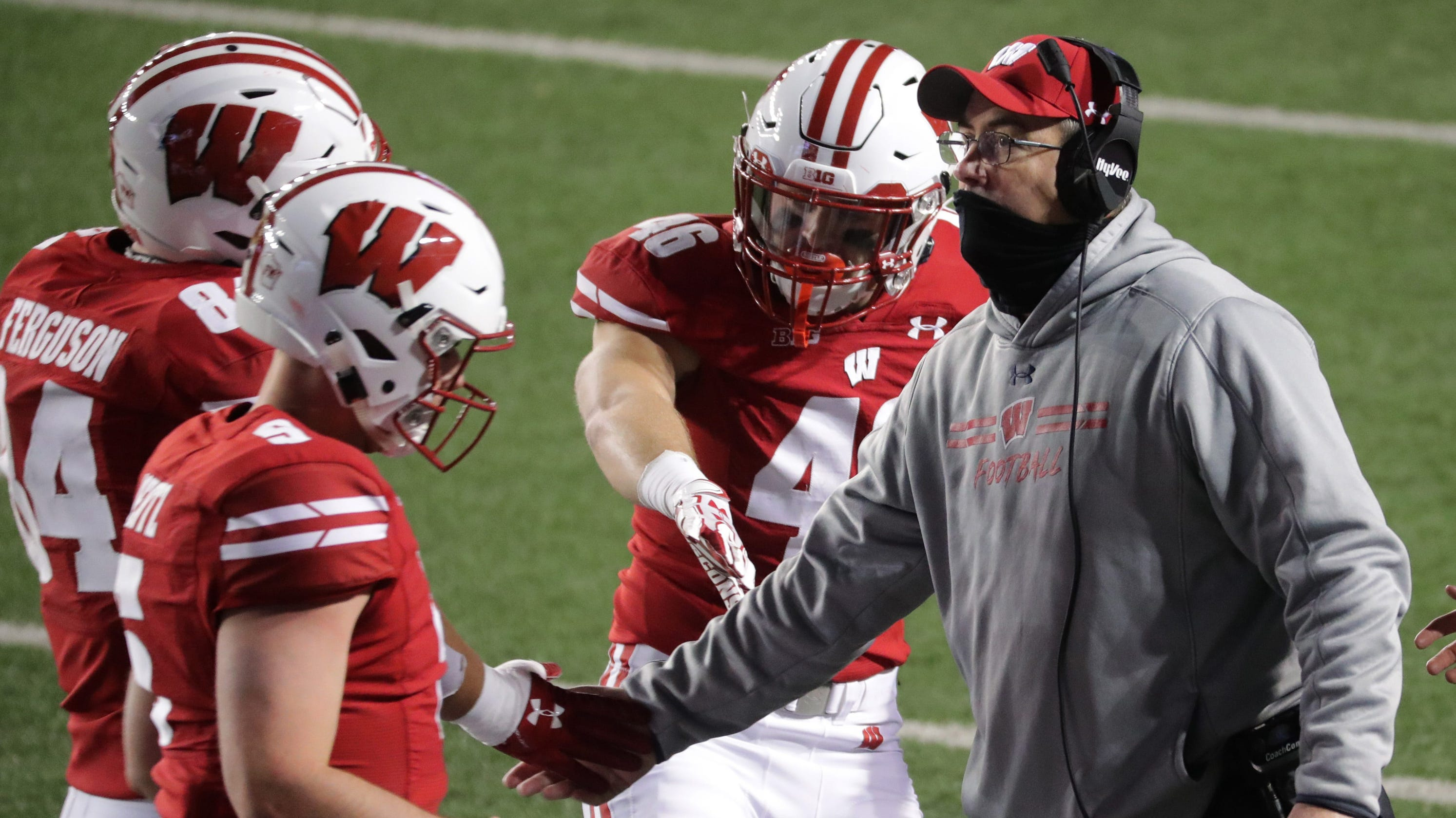 Wisconsin football program up to 16 active COVID-19 cases among players and coaches