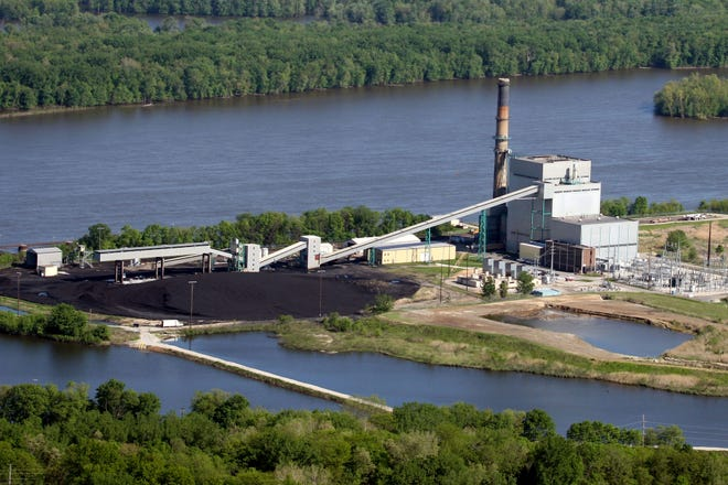 Alliant Energy's Burlington Generating Station is shown on the Mississippi River south of Burlington. Alliant Energy will transition its Burlington Generating Station from coal to natural gas by 2021. Once the transition is complete, the facility will use less water and have significantly reduced carbon emissions.