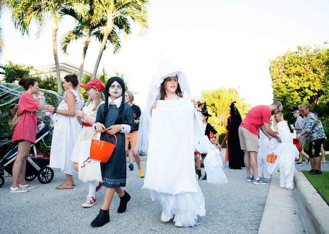Hundreds of families in costumes walk Queen's Lane during last year's Halloween trick-or-treating on the north end of Palm Beach. [MEGHAN MCCARTHY/palmbeachdailynews.com]