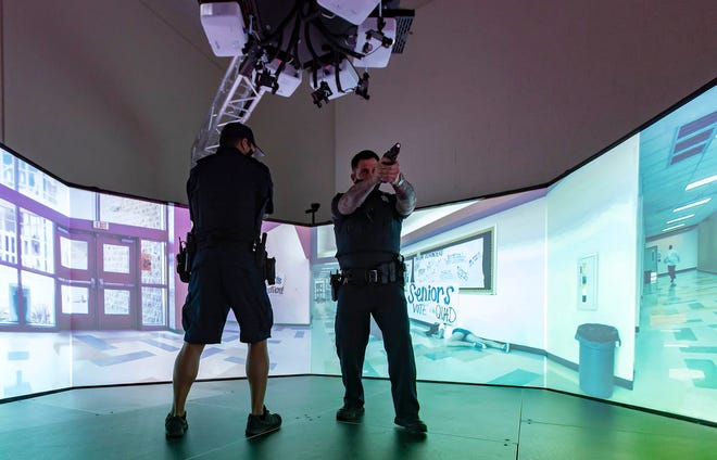 """Palm Beach Police Department Officers Anthony DeJesse and Robert Mastrangelo take part in a simulated """"shoot, don't shoot"""" police training scenario in Palm Beach, FL October 29, 2020. (ALLEN EYESTONE/THE PALM BEACH POST)"""