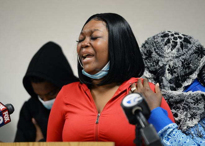 An emotional Etosha Williams, 34, of Detroit, mother of victim Reginae Williams, 7, talks about her daughter and pleads for the shooters to turn themselves in.