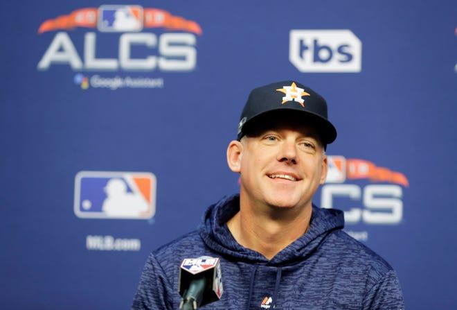 AJ Hinch es contratado por los Tigres de Detroit tras cumplir su temporada de castigo por el escándalo de robo de señales en los Astros
