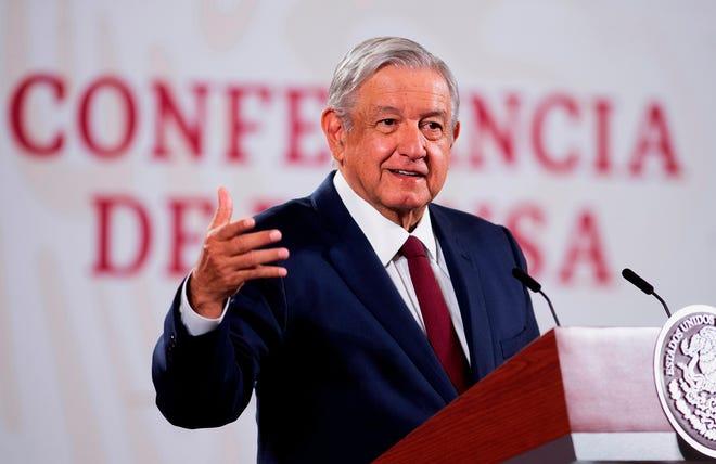 Fotografía cedida por la Presidencia mexicana, que muestra al presidente de México, Andrés Manuel López Obrador, mientras ofrece una rueda de prensa hoy, en e Palacio Nacional de Ciudad de México (México).